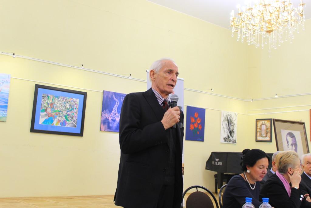 В.Лановой